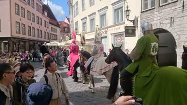 Карнавальное шествие на улицах Таллина