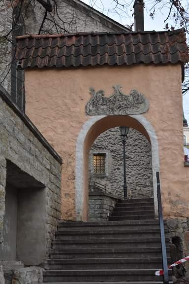 Лестница у здания церкви Нигулисте