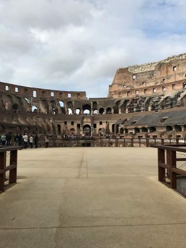 Арена Колизея в Риме