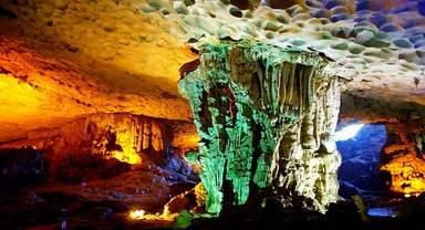 Пещера на острове бухты Халонг