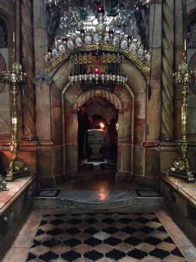 Интерьер храма Гроба Господня в Иерусалиме