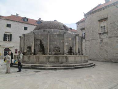 Большой фонтан Онофрио в Дубровнике