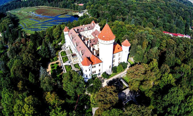 Замок Конопиште в высоты птичьего полёта
