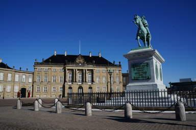 Копенгаген.. Королевская резиденция-дворец Амалиенборг