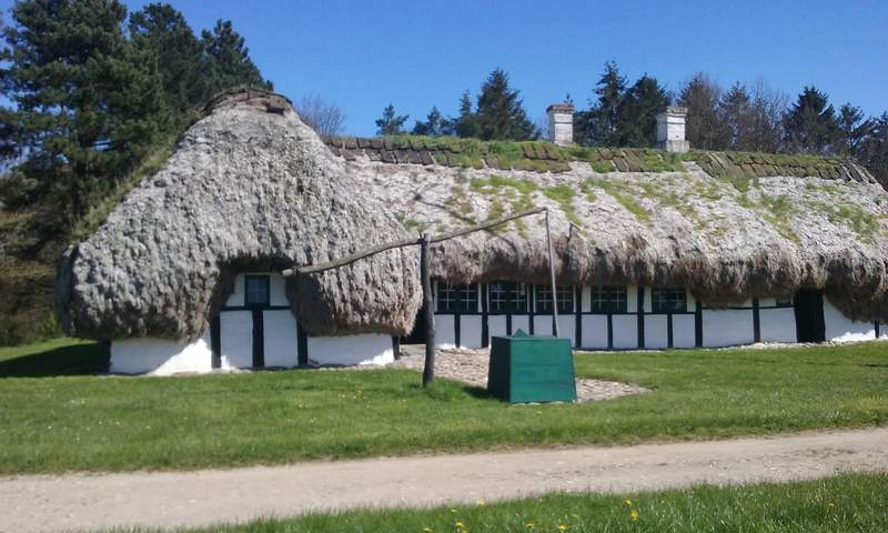 Датская деревня-музей. Дом с соломенной крышей
