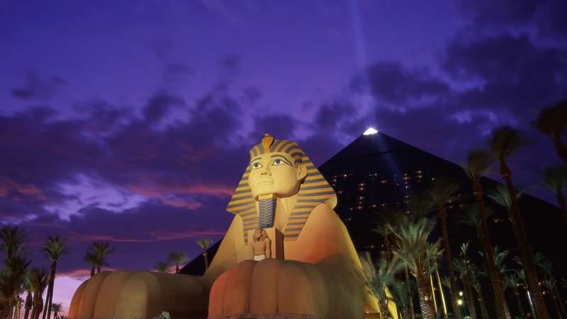 Отель - казино Луксор в Лас-Вегасе