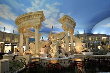Скульптуры в ротонде в Лас-Вегасе