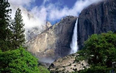 Живописный водопад в парке Йосемити