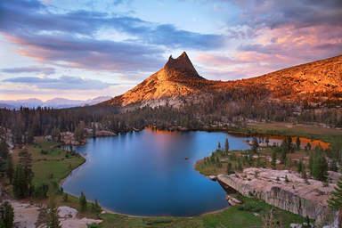 Озеро в парке Йосемити
