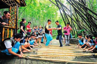 Танец в деревне народностей Ли и Мяо «Бинлангу»