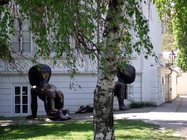 """Младенцы"" скульптора Давида Черного на пражском острове Кампа"