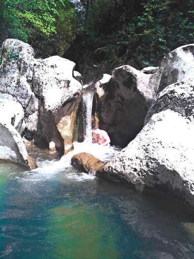 Один из водопадов на реке Агура