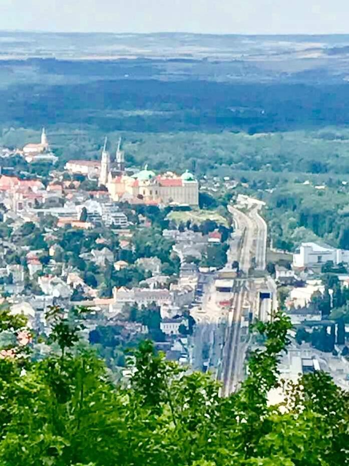 Вид на Клостернойбург с горы Леопольд