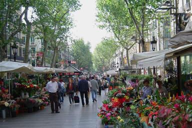Туристическая улица Рамбла в Барселоне