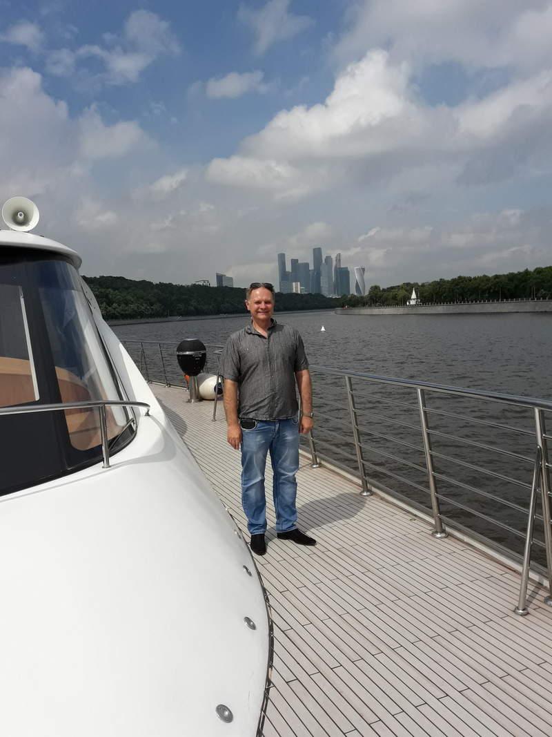 Игорь Утесов на яхте в Москве