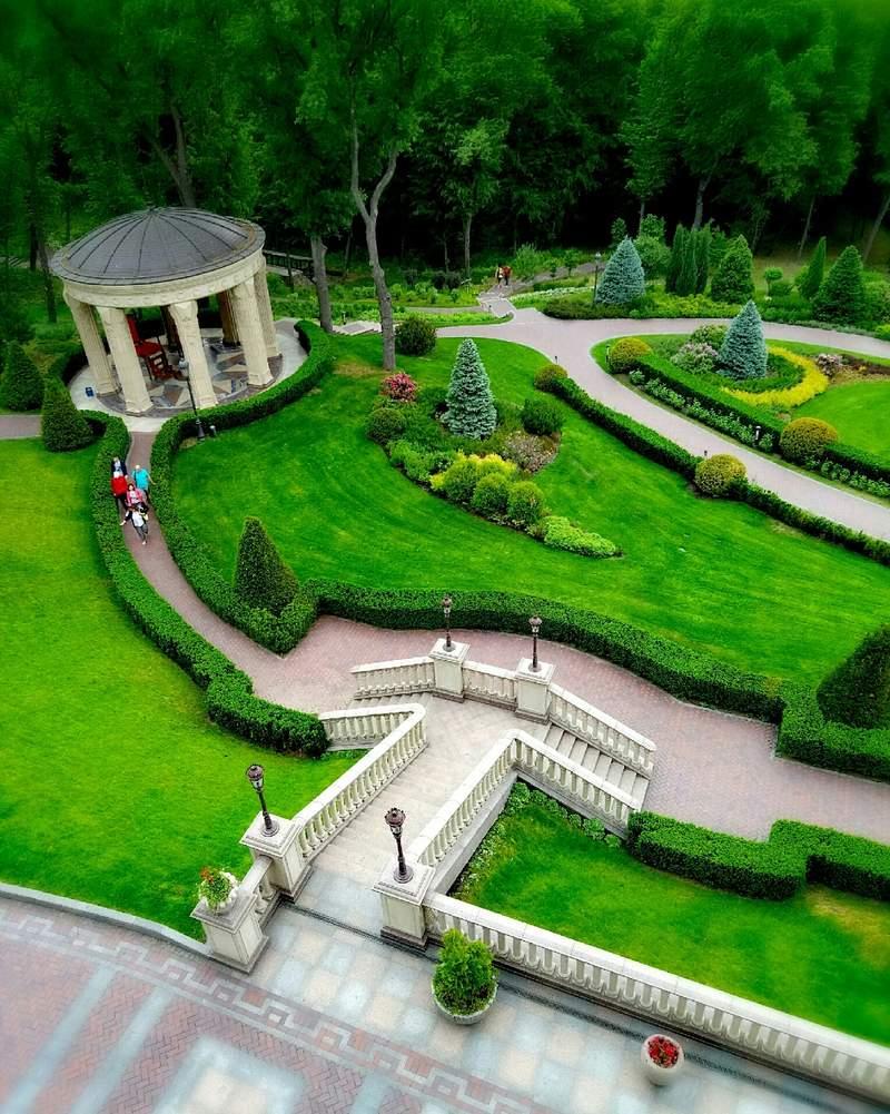 Парк резиденции Межигорья