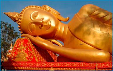 Лежащий Будда рядом со Ступой Тат Луанг, Вьентьян