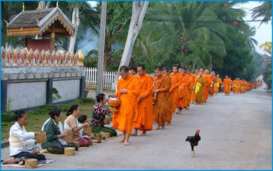 Шествие монахов Так Бат