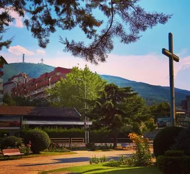 Скопье.Крест на горе