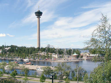Вид на парк развлечений Särkänniemi