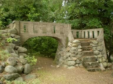 Ворота заброшенной купальни в Epilä