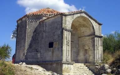 Мавзолей Джанике-Ханум, пещерный город Чуфут-Кале
