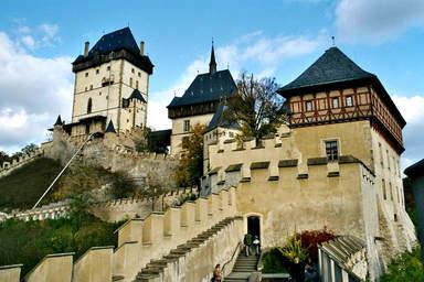 Лестница к башням замка Карлштейн