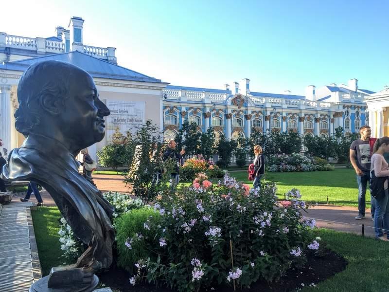 Вид на Екатериненский дворец с Камероновой галереи