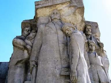 Аджимушкайские каменоломни (фрагмент монумента над входом)
