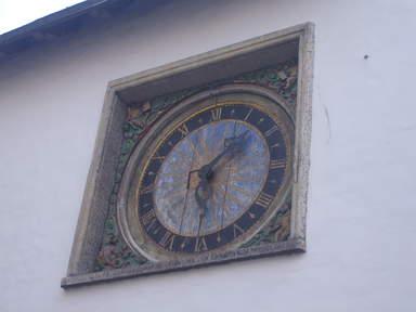 Часы на фасаде церкви св.Духа