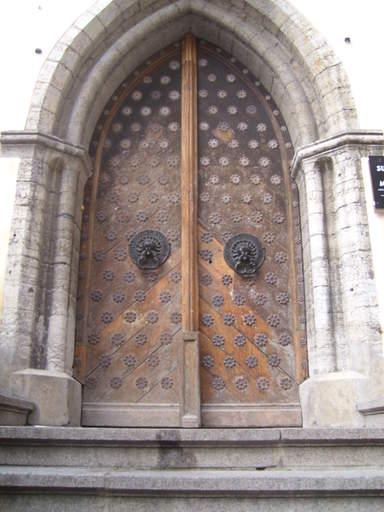Старинные двери зданя Большой Гильдии