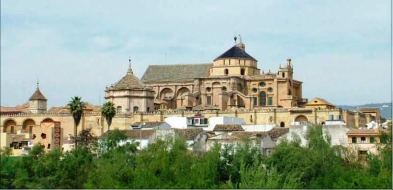 Вид на кордовскую мечеть с римского моста