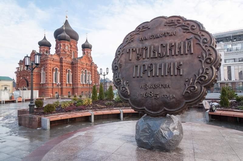 Памятник прянику и Успенский кафедральный собор