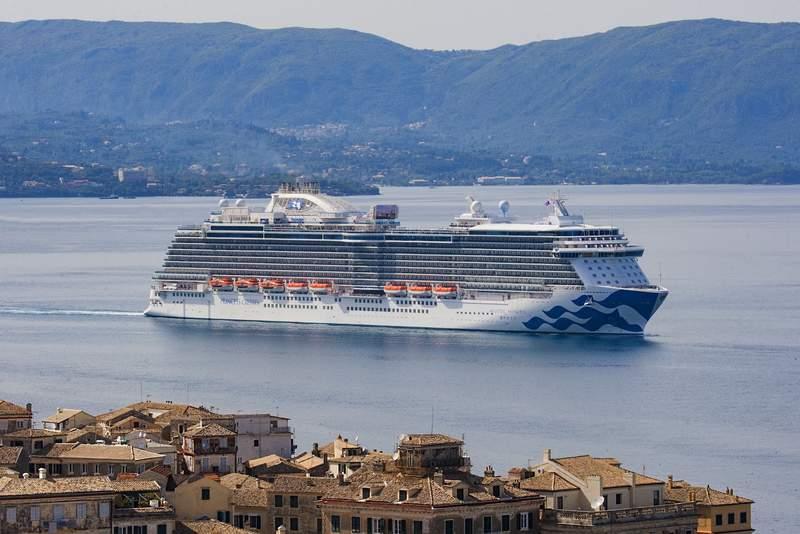 Круиз в порту Корфу