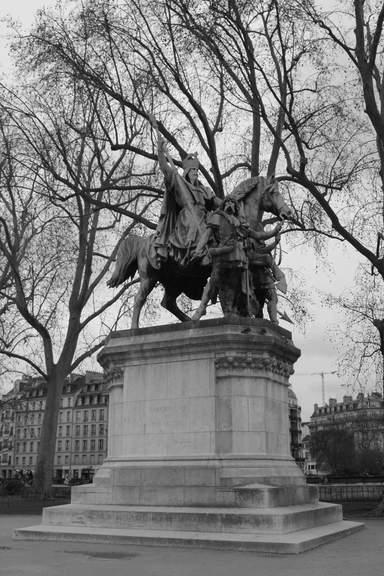 Конная статуя Карлу Великому