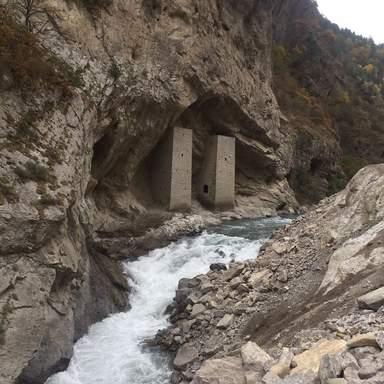 Ушкалойские башни близнецы, Аргунское ущелье, Чечня