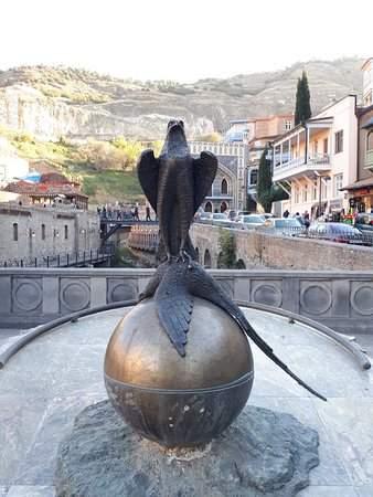 Символ старого города - фазан, которого подстрелил цать Вахтанг Горгасали