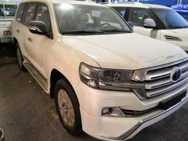 Купить новый автомобиль в Дубае - Land Cruizer 200
