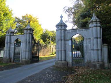 Въезд в Замок Хоут