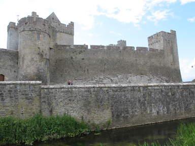 Крепостная стена Замка Кэйр