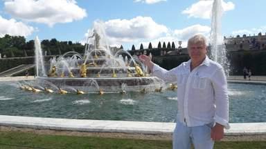 Гид Александр Титишев у фонтана Лотонны Версальского дворца