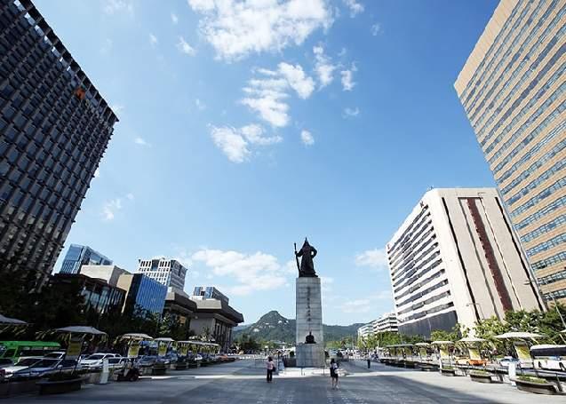 Центральная площадь Кванхвамун