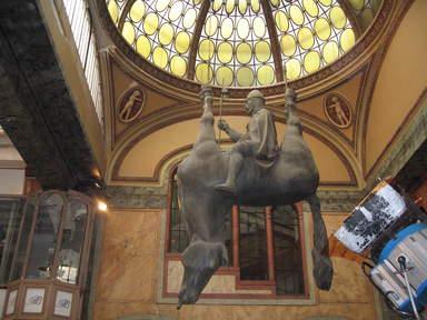 Скульптура Дэвида Чернего в Праге