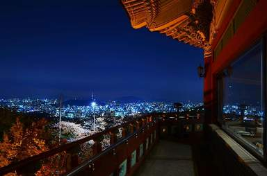 ночная вид на Северную часть Сеула