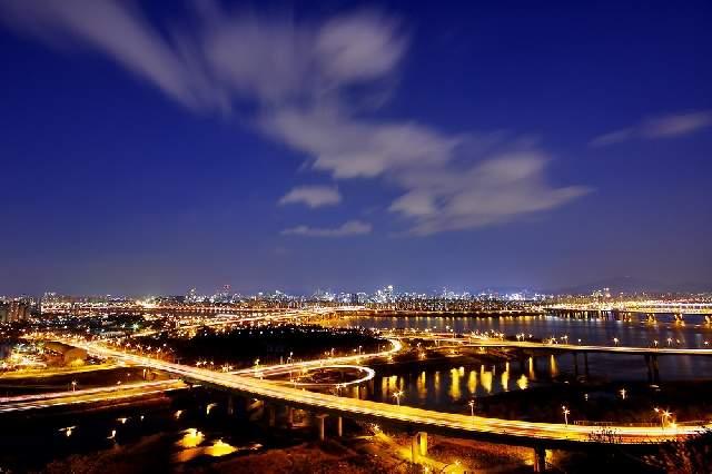 Ночной вид на мосты и реку Ханган