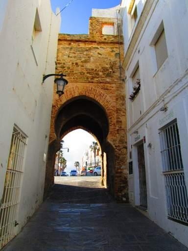 Единственные оригинальные мусульманские городские ворота в Тарифе