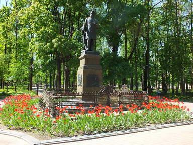 Памятник М.И.Глинки в парке Блонье в Смоленске
