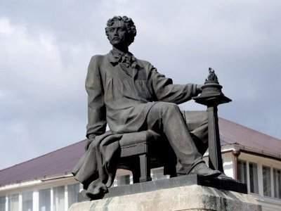 памятник Михаилу Осиповичу Микешину
