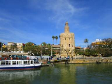 вид на Золотую башню и реку Гвадальквивир
