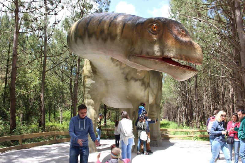 """""""Маленький"""" динозавр Лоринязаурус /наш-португальский/ 17 метров 17 тонн"""